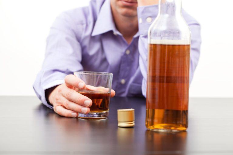 Запах ацетона изо рта: причины у взрослого, симптомы заболеваний ...