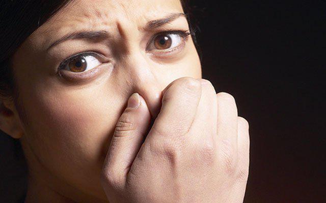 Во рту привкус гноя и комка в горле