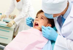 Как детям удаляют молочный и коренной зуб безболезненно на дому? Как вырвать коренной зуб без боли.