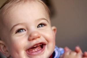 Когда начинаются резаться первые зубки