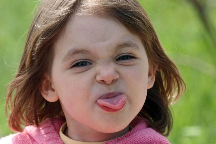 Прикус языка во время сна, еды – причины, лечение, фото
