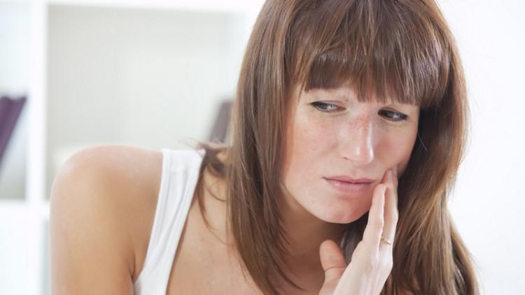 Болят зубы при простуде - что делать: почему при насморке воспаляются десны?