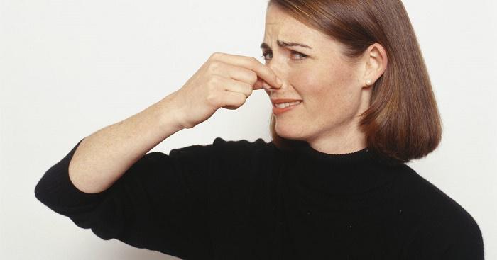 Запах кала изо рта причины и лечение