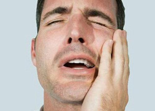 Воспаление челюстного сустава симптомы и лечение почему болит около уха
