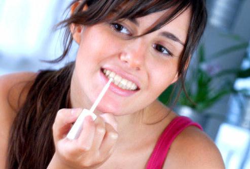 Чем быстро отбелить зубы в домашних условиях без вреда для эмали