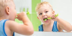 Шишка на десне у ребенка не болит