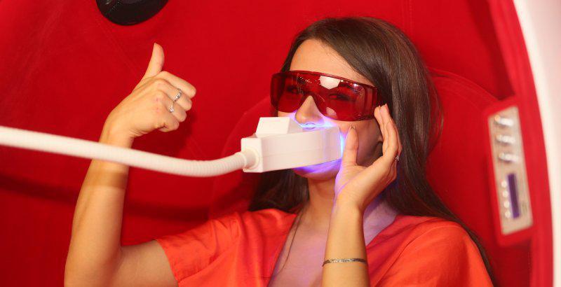Косметические и домашние методы экспресс-отбеливания зубов