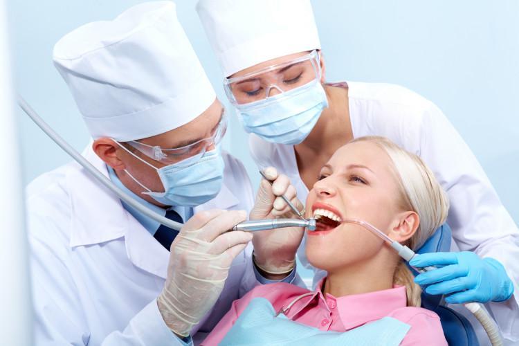 Имплантация зубов и планирование беременности