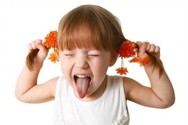 Белая блямба на языке у ребенка