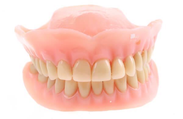 Как отбелить зубной протез в домашних условиях народными средствами 26
