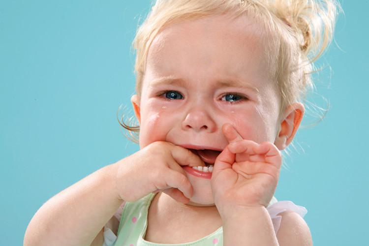 Флюс у ребенка - что делать: лечение десны молочного зуба в ...
